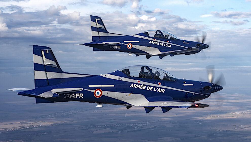 Dos de los primeros 17 Pilatus PC-21 del Ejército del Aire francés.Dos de los primeros 17 Pilatus PC-21 del Ejército del Aire francés.