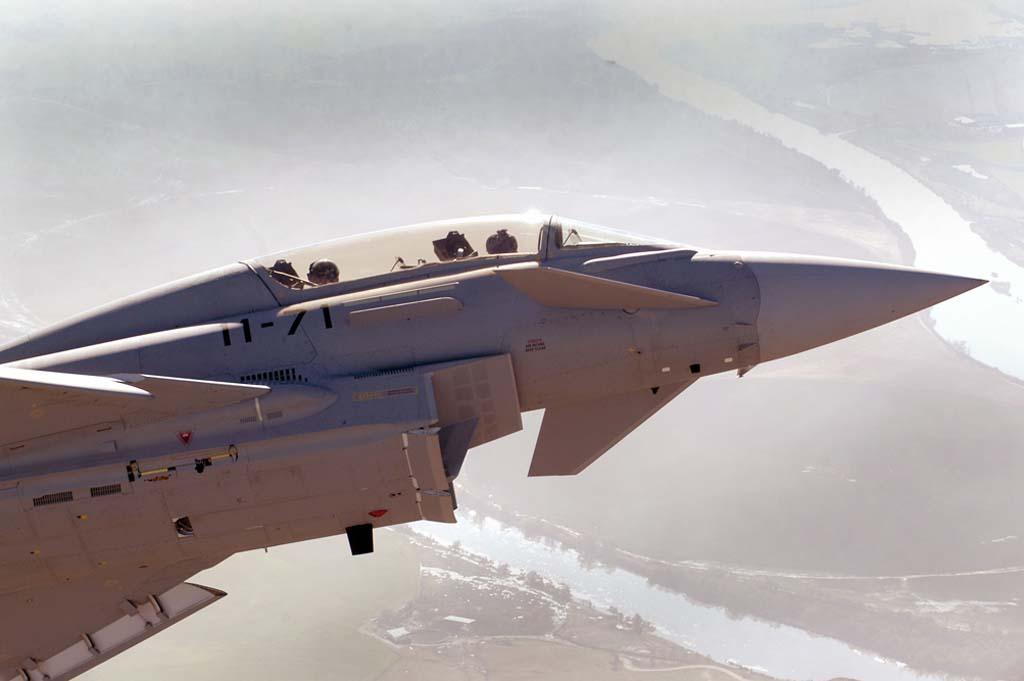La toma de aire para los motores, situada bajo el fuselaje, es una de las claves del comportamiento del avión.
