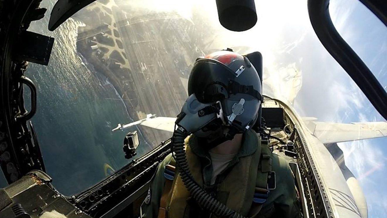 Despegue desde la base áerea de Gando de un F/A-18 del Ala 46.