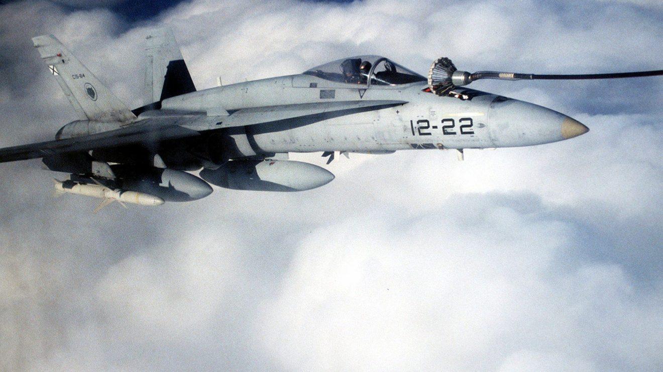 La capacidad de repostaje en vuelo es un multiplicador de la autonomia del F/A-18.