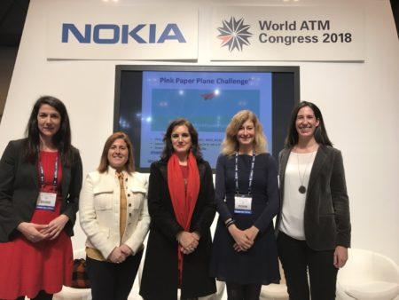 De izquierda a derecha Luna Gómez Pineda, Barbara Trincado, Isabel Maestre, Irene Rivera y  Cristina Aguirre miembros de Ellas Vuelan Alto.