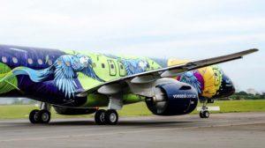 Entre las 130 entregas de Embraer en 2020 estuvo este E195-E2 para la brasileña Azul con etsa atractiva decoración.