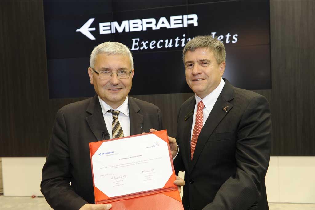 Firma del acuerdo entre Embraer y el aeropuerto de Le Bourget para la construcción de un hangar de mantenimiento propio de los brasileños en París