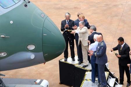 El Embraer KC-390 se sitúa entre el Lockheed Martin C-130J y el Airbus Defense and Space A400M.