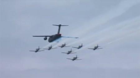 Pasada sobre Sao José dos Campos del KC-390 y la Escuadrilla Fumaca.