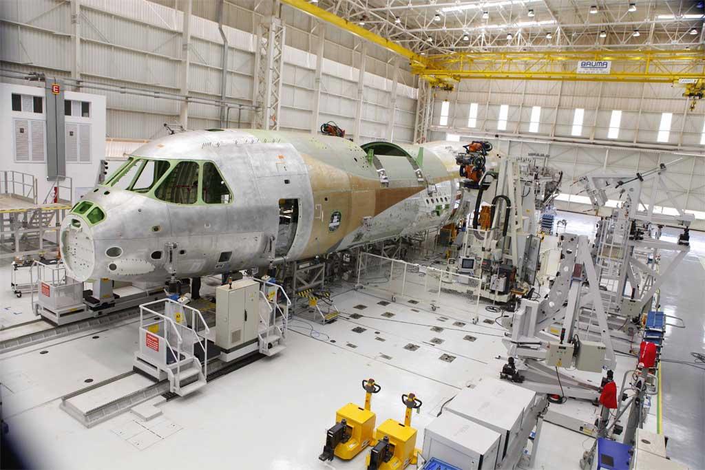 La presidenta de Brasil, Dilma Rousseff, ha inaugurada la FAL del Embraer KC-390