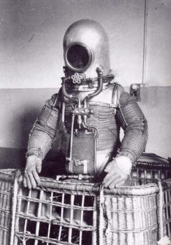 El traje espacial de Emilio Herrera se componía de varias capas para proteger al astronáuta, incluido un exoesqueleto metálico que evitaba que el traje se hinchase.