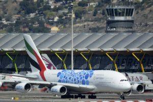 Airbus A380 de Emirates en el aeropuerto Madrid-Barajas.