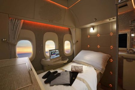 Las cabinas sin acceso a las ventanillas cuentan con unas virtuales en las que el pasajero puede ver el exterior del avión en alta definición.