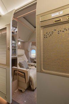 Emirates introdujo cabinas con puertas en 2003, pero esta es la primera versión en la que las cabinas llegan hasta el techo.