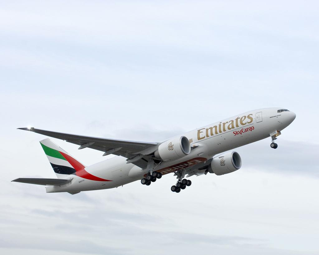 Emirates_B777F_01