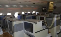 Los asientos de business escalonados permiten reducir la seperación entre ellos sin afectar a la comodidad.