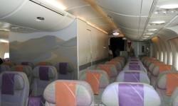 En la versión de largo radio la parte central trasera de la cabina de turista va ocupada por la zona de descanso de la tripulación.