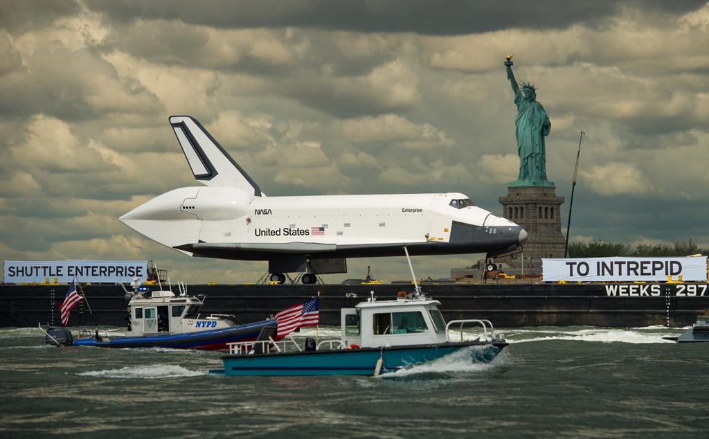 Trasalado de la Enterprise hacia el portaaviones Intrepid