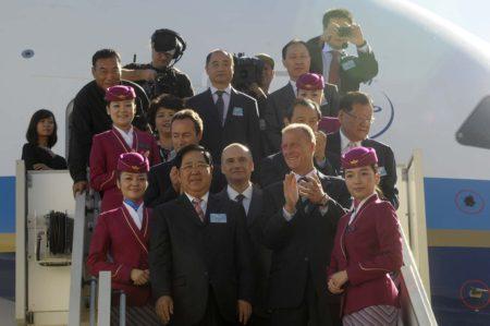 Directivos de Airbus y China Southern en la entrega del primer A380 a la aerolínea.