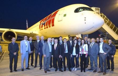 Unos pocos directivos de TAM y Airbus fueron los únicos testigos de la primera entrega de un A350 a una aerolínea de Latinoamérica.