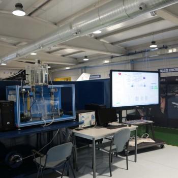El nuevo centro cuenta con 14 laboratorios para la realización de prácticas, como este simulador del sistema SCALA de Edibon, único en el mundo que suministra esta empresa española.