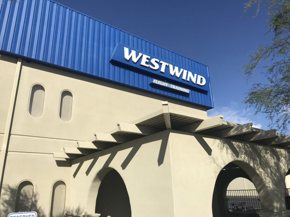 Westwind fue fundada en 1999 en el aeropuerto munincipal Deer Valley de Phoenix.