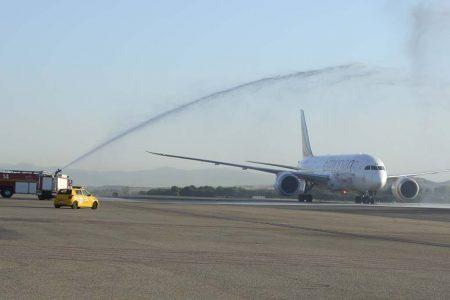 Arco de agua de bienvenida al vuelo inaugural de Ethiopian Airlines en Madrid.