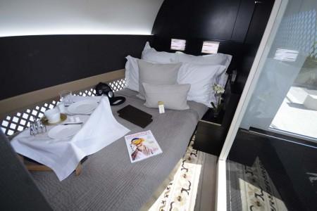 La cama en The Residence. Sólo la forma de la pared nos dice que no estamos en un hotel.