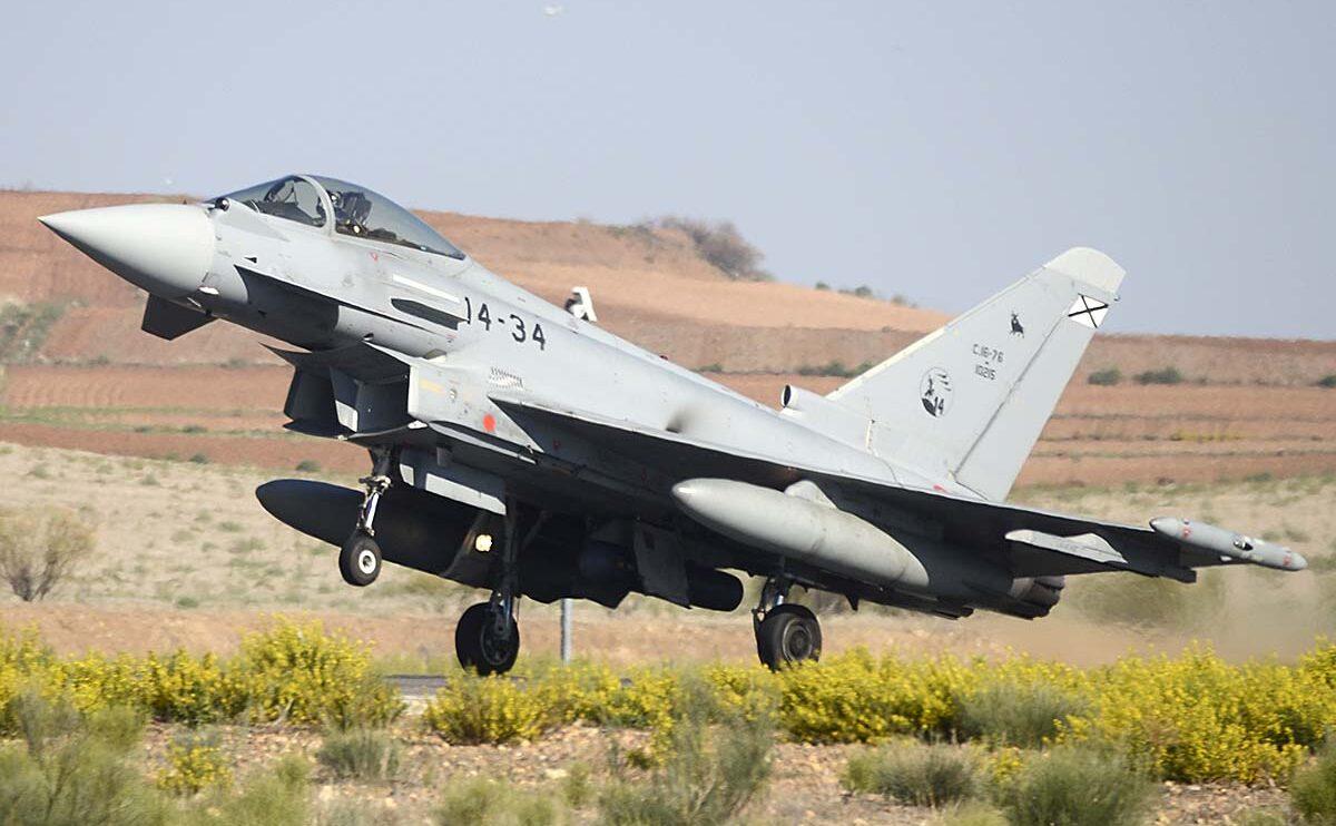 Un total de seis Eurofighter han participado este año en el desfile.
