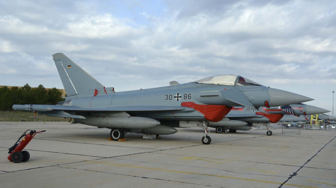 La decoración de los Eurofighter alemanes tiene un tono azulado diferente a los Eurofighter de los demás paises.