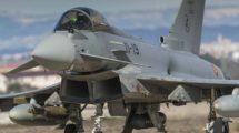 Eurofighter del Ejército del Aire con una bomba inteligente Paveway de guiado laser.