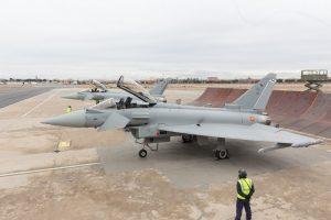 Los Eurofighter C16-72/10147 y C16-73/10155 en la plataforma de Airbus en Getafe, donde está la cadena de montaje española.