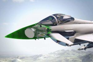 Aunque los dos posibles sustituos del Eurogighter ya están en marcha, el caza europeo se resiste a quedarse anticuado.