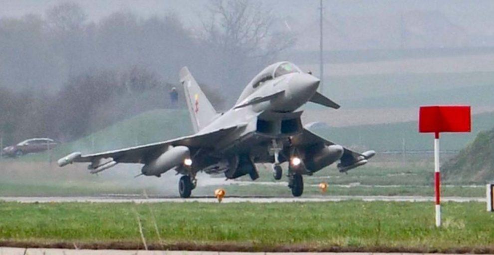 La RAF cedió tres de sus Eurofighter para la evaluación del modelo por Suiza en la base aérea de Payerne.