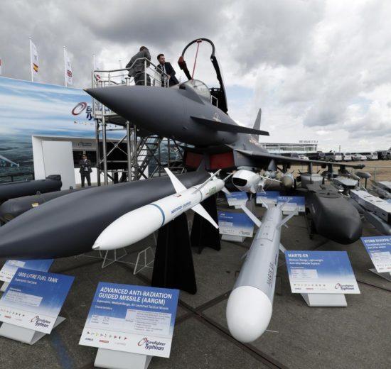 Eurofighter con diverso armamento, incluido un misil AARGM contra radares enemigos.