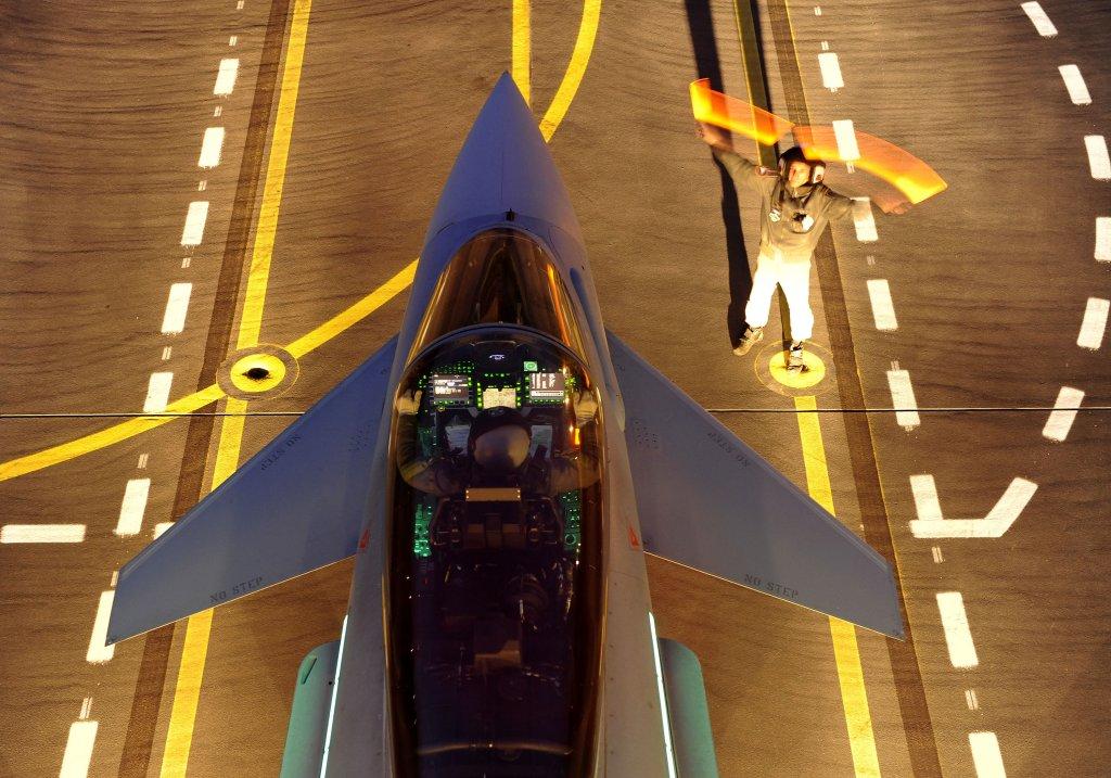 El contrato de mantenimiento con Leonardo incluye no solo la aviónica de cabina. También el radar y el sistema de autodefensa entre otros.