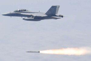 Lanzamiento de un AGM-88G AARGM-ER desde un F-18F durante las pruebas.