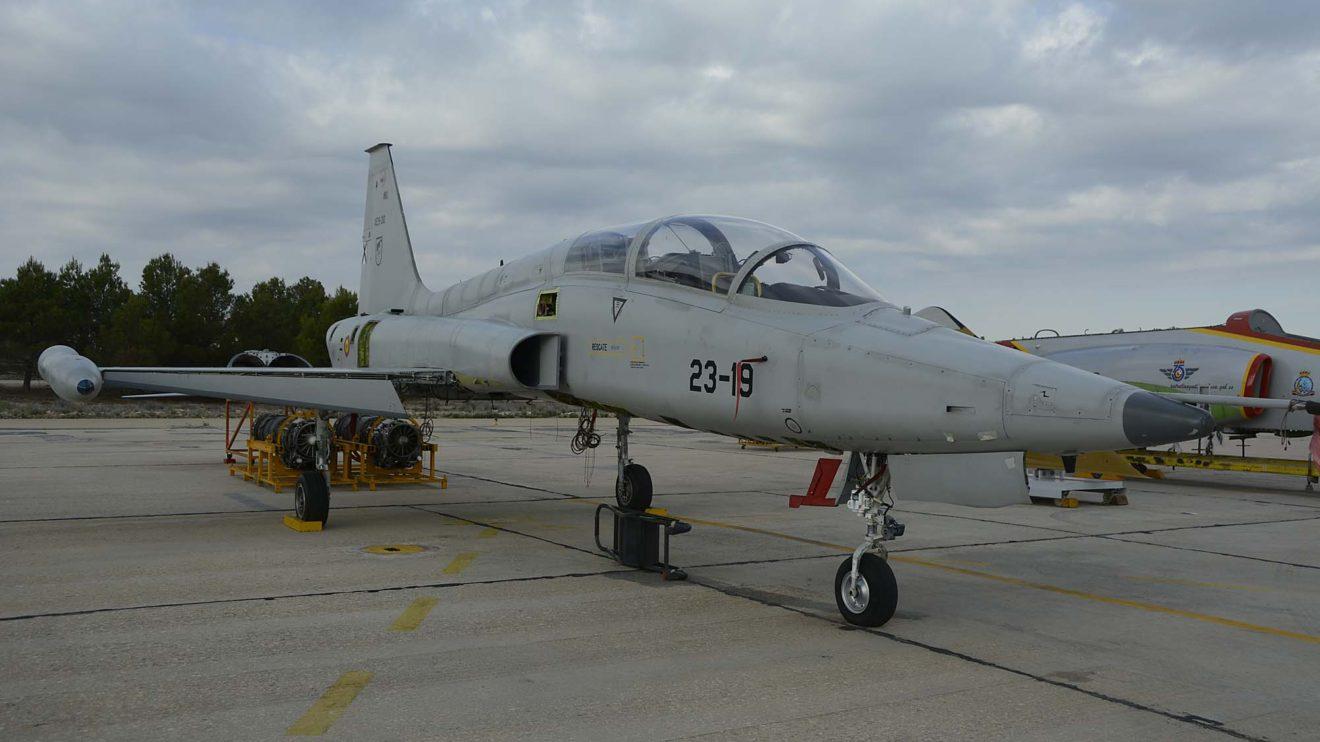 La Maestranza Aérea de Albacete participó mostrando un F-5 y un C-01 en revisión.