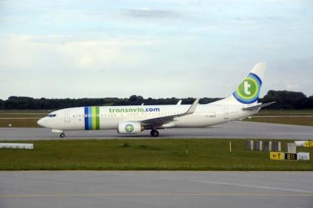 Boeing 737-800 de Transavia rodando en el aeropuerto de Munich.