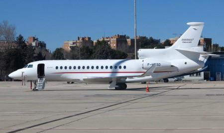 El Dassault Falcon 8X esperando en Barajas a sus primeros visitantes.