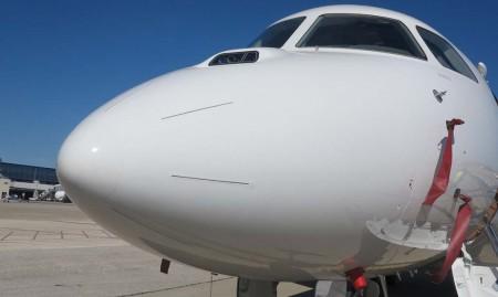 Detalle en el morro de las cámaras de visión sintética tridimensional para ayudar a los pilotos en condiciones de baja visibilidad. Sus imágenes se proyectan en los HUD.
