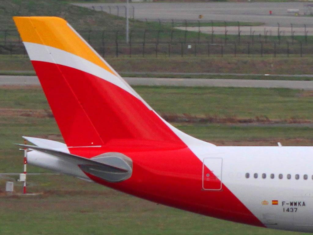 El nuevo emblema de Iberia en la cola de su quinto Airbus A330.