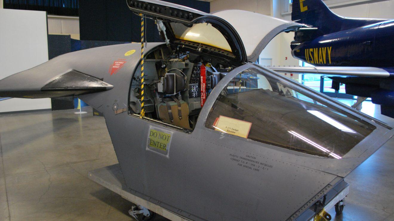 Simulador de cokpit de un F-111 expuesto en un museo. Reproduce la sección del fuselaje que se desprrendía, y en la que los pilotos descendía a tierra.