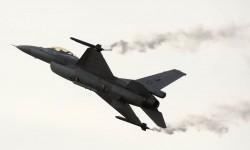 La Fuerza Aérea de Holanda cuenta con un F-16 para demostraciones aéreas. Por desgracia el avión con colores especiales ha perdido estos hace poco.