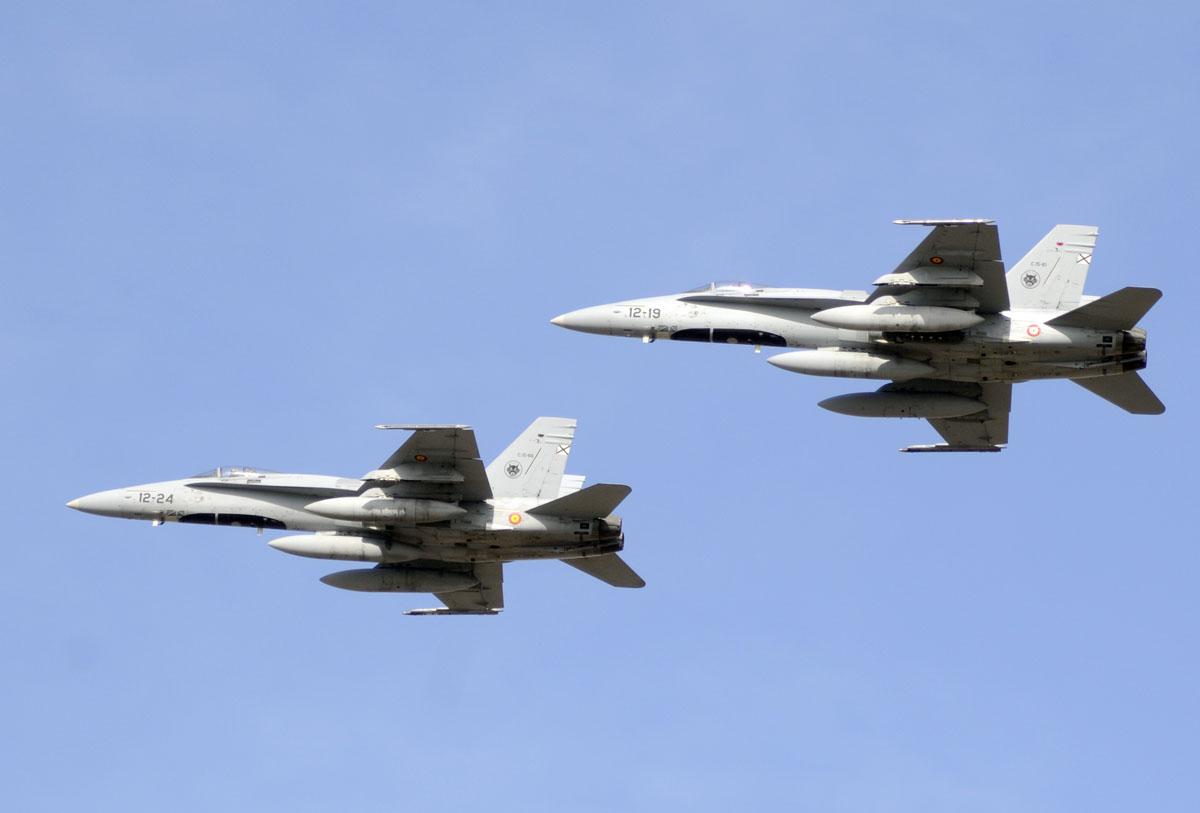 Pareja de McDonnell Douglas F/A-18A del Ala 12
