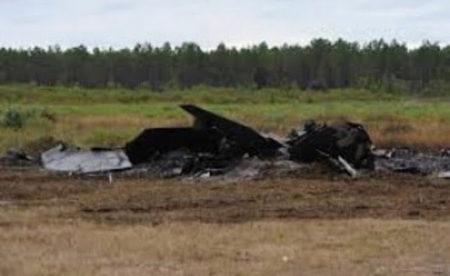 Imagen identificada como los restos del F-22 accidentado en la base de Eglin.