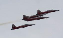 Suiza ha traido las dos patrullas de su Fuerza Aérea.