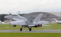 No son pocos los cazas que se exhiben en vuelo, y sin embargo falta ruido en Farnborough 2012.