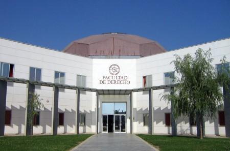 Entrada a la Facultad de Derecho de la Universidad de Huelva