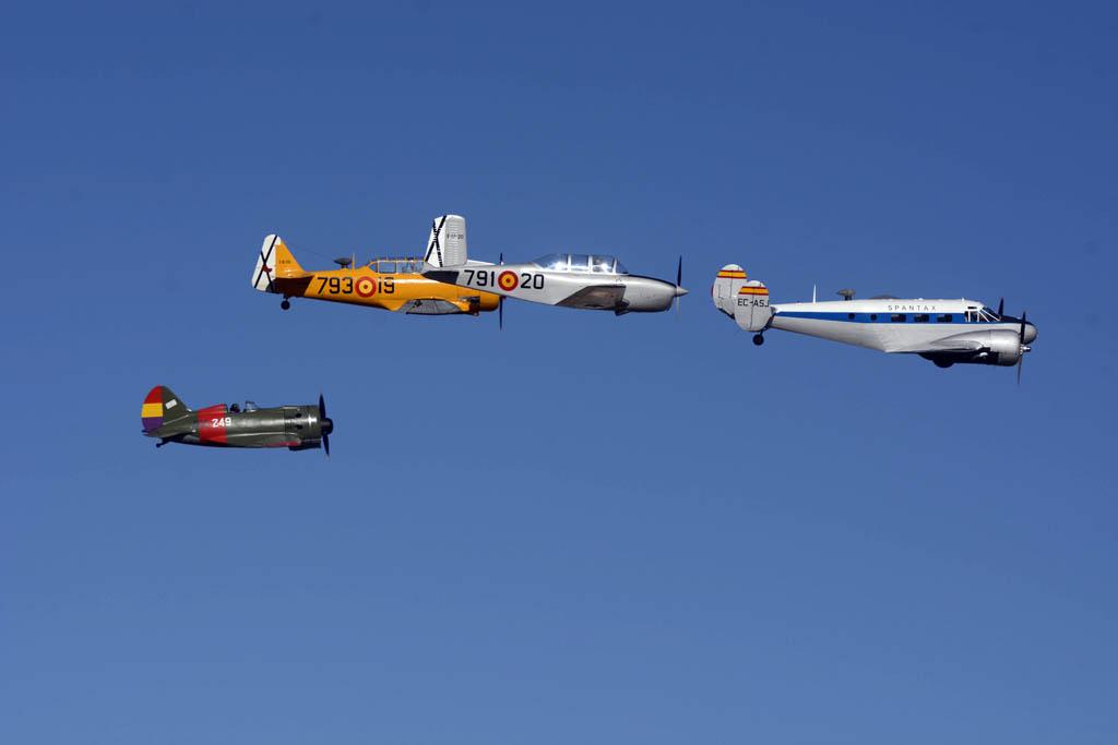 Formación de aviones de la FIO