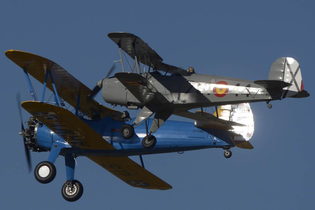 Boeing Stearman 75 y Bucker 131, dos modelos en los que se formaron miles de aviadores en los años treinta del pasado siglo.
