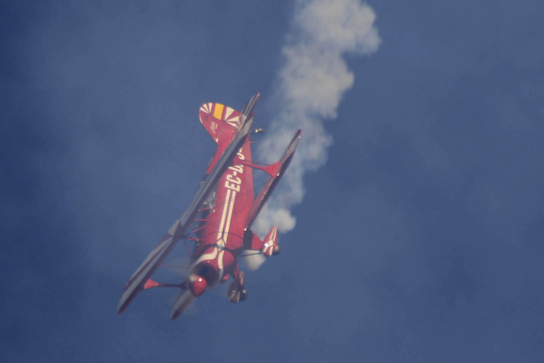 Demostración acrobática de Luis Cabré con la Pitts S-2.