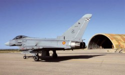 PRIMER AÑO DE EUROFIGHTER EN EL ALA 14. Otros que celebraron un aniversario fue el Ala 14 del Ejército del Aire, basada en Albacete, que cumplió su primer año con Eurofighter como su caza de combate, en sustitución del ya veterano Mirage F1.
