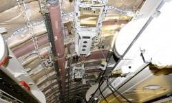 Durante los trabajos de transformación se ha instalado un nuevo sistema de entretenimiento a bordo, añadiendo nuevo cableado al avión